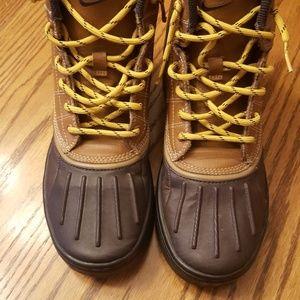 Nike hiking boots boys size 5.5